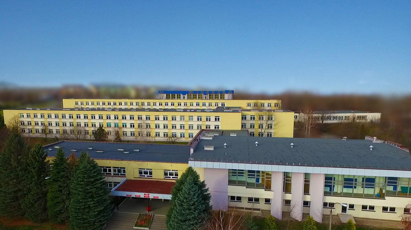 Budynek szkoły z lotu ptaka